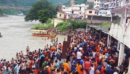 bathing-in-river-ganges-rishikesh